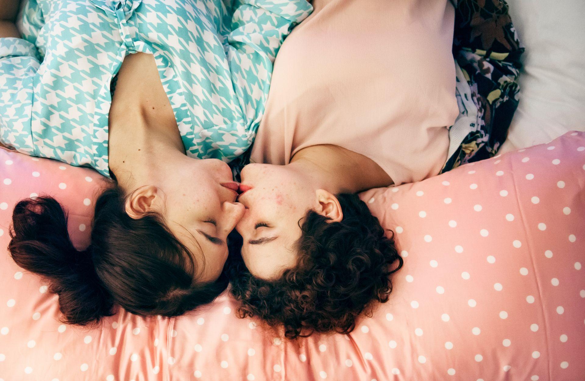 affection-bed-bedroom-1418354